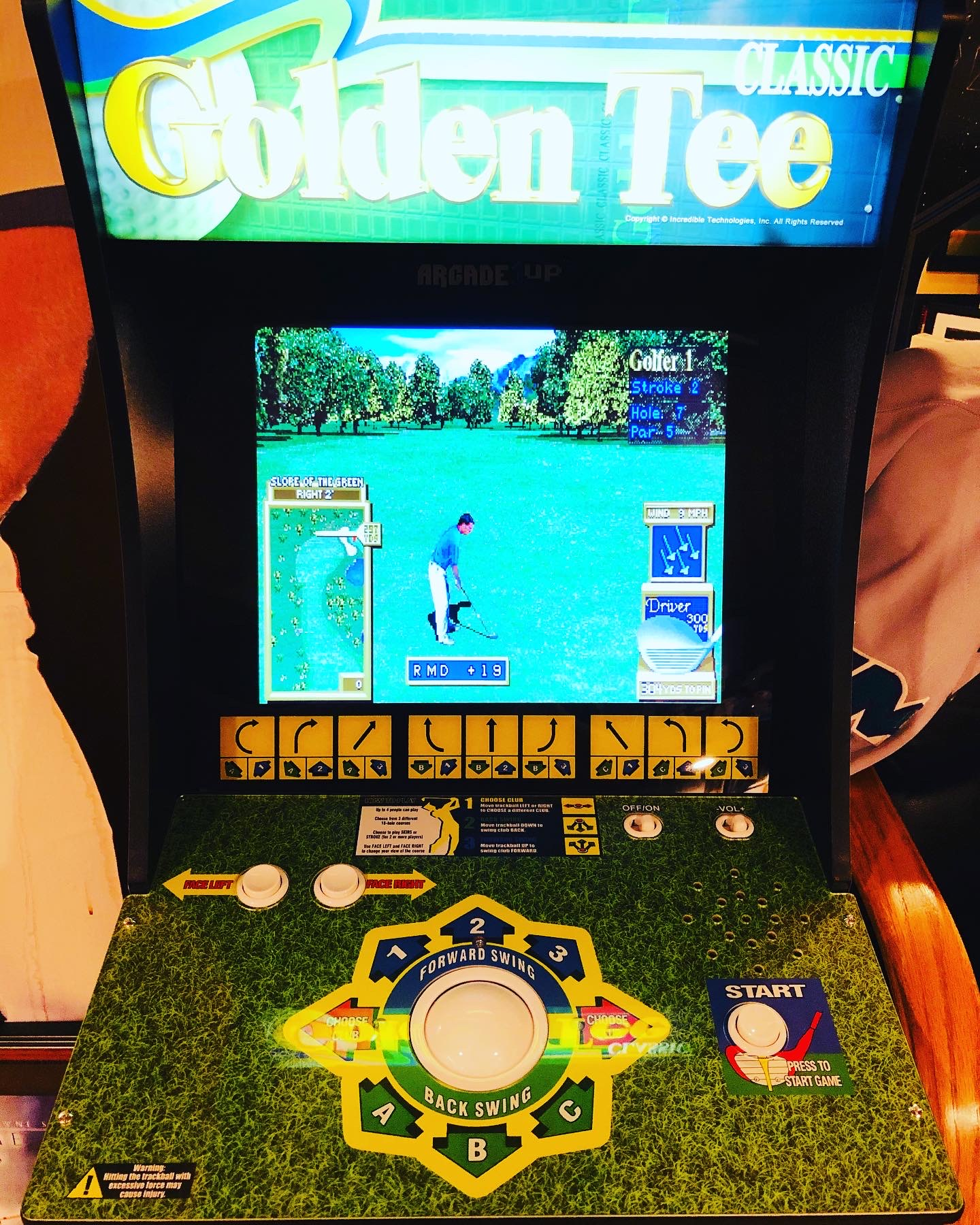Picked up a Golden Tee arcade cabinet for the Boggs Tavern. 😀🐔🐓🍗&#x2